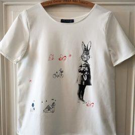 T-shirt blanc avec lapin et papillons